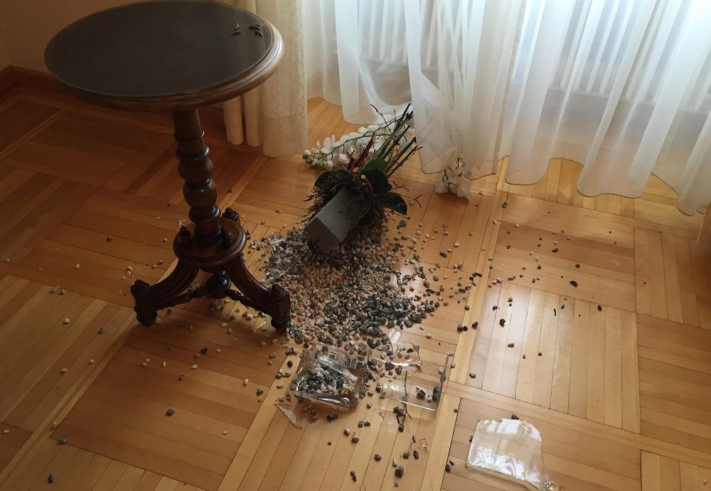 4. Tag: Die gestürzte und zerbrochene Vase beim Bischof